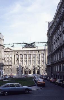 Ehemaliges Kriegsministerium & Regierungsgebäude (Teilansicht von Westen)