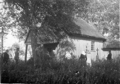 Image from object titled Siužetinė. Jasiuliškių (Vabalninko vlsč.) koplyčia ir šventorius, medinis kryžius.