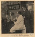Professor Benda und frl. Paula Günther im Laboratorium