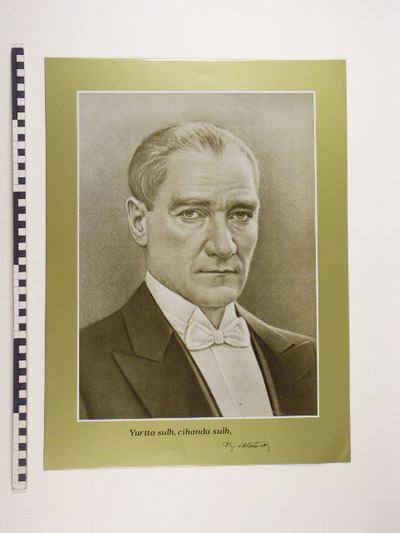 Image from object titled Goudkleurige plaat met bruinachtig portret Ataturk