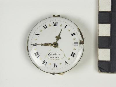 Hollands horloge, Franse brug half versierde platine, wijzerplaat imitatie Engels, met spillegang en chatelaine, gemerkt; Graham London?