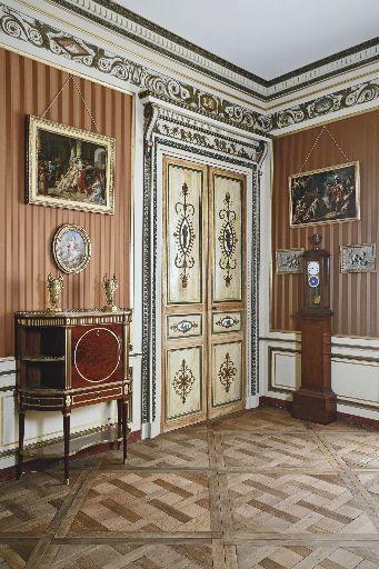 ensemble ; porte ; fenêtre ; cheminée ; Boiserie du salon Talairac ; Salon Talairac