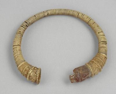 bracelet ; Bracelet terminé par une tête de félin