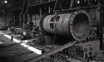 Image from object titled Монтажа конвертора у конверторској хали Топионице јуна 1960.