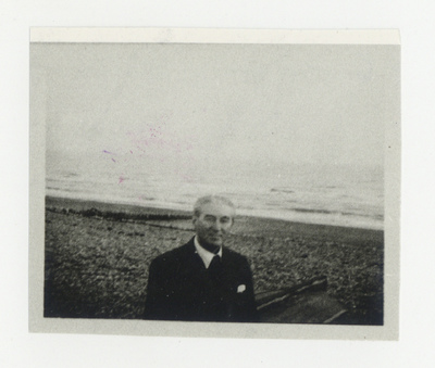 Image from object titled Miloš Crnjanski u Cooden Beach-u
