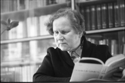 Image from object titled [Etnografė Angelė Vyšniauskaitė 1989 m. Vilniuje] / Bernardas Aleknavičius. - 1989