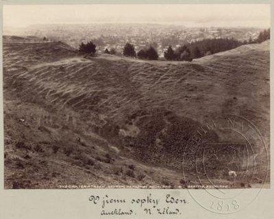 Kráter vyhaslé sopky Mount Eden