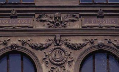 Štukové dekorativní motivy z hlavního průčelí
