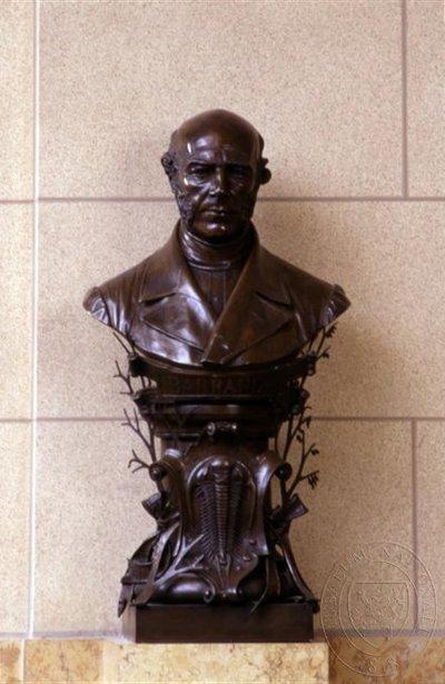 Joachim Barrande - busta nad hlavním schodištěm