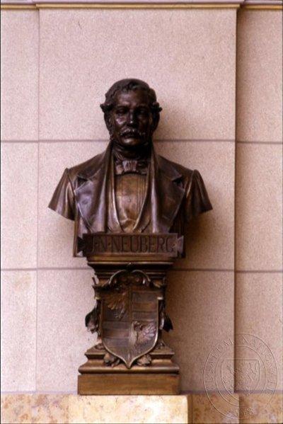 Jan Neubert rytíř z Neuberga - busta nad hlavním schodištěm