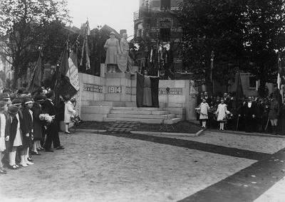 Image from object titled Inauguration du Monuments aux morts 1914-18 à Molenbeek