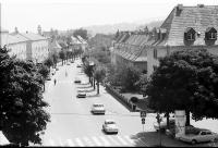 Image from object titled Freiburg i. Br.: Schwarzwaldstraße vom Dach des Universitätssporthauses in Richtung Stadt