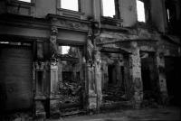 Image from object titled Chisinau: Häuserruinen am Boulevard Stefan Celbun (Stefan Celcel Mare)