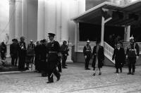 Image from object titled Chisinau: Der König verlässt die Tribüne