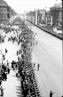 Image from object titled Berlin: SA-Spalier, Einzug der Luftwaffe durchs Brandenburger Tor