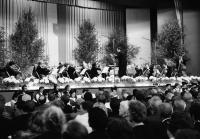 Image from object titled Lörrach: Stadthalle, Orchester Oberrheinischer Musikfreunde Lörrach, im Vordergrund Reihen Vrenelis