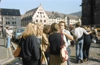 Image from object titled Freiburg: Junge Leute auf dem Münsterplatz