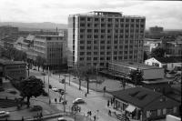 Image from object titled Freiburg: Neues Kollegiengebäude der Uni, Blick von der Dachterrasse auf Regierungspräsidium