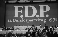 Image from object titled Freiburg: Stadthalle; FDP 22. Bundesparteitag, Totale der Stadthalle, innen
