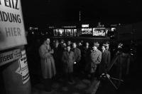 Image from object titled Stuttgart: Innenministerium Stuttgart; Landtagwahl Baden-Württemberg; Publikum auf der Straße