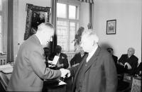 Image from object titled Freiburg: Landgericht; Bundesverdienstkreuz 1. Klasse für Rechtsanwalt Brumbach, Landgerichtspräsident Matt überreicht Verdienstkreuz