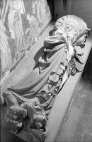 Image from object titled Rötteln: Figur auf Grabplatte, Frauengestalt, liegend