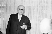 """Image from object titled Freiburg: Colombi Hotel; isländischer Falkenorden für Dr. Herder-Dorneich anlässlich Herausgabe Schriften über """"Nonni"""" durch Botschafter Arni Tryggvason"""