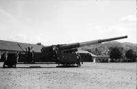 Image from object titled Freiburg: US-Army Atomkanone; Kanone in Gefechtsstellung, Hintergrund Landschaft