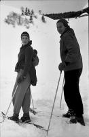 Image from object titled Muggenbrunn: Helga Axt und Schwester auf Skiern