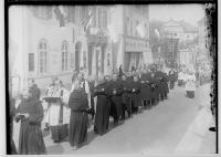 Image from object titled Fidelisfest in Sigmaringen 1934; Prozession in der Antonstraße, am linken Bildrand Cafe Stumpp, im Hintergrund Prinzenpalais
