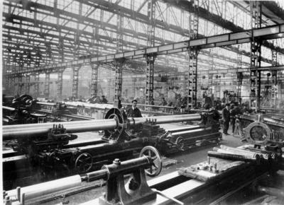 Image from object titled [Factoría. Vista interior con maquinaria]
