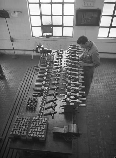 Image from object titled Factoría de Bilbao [Fábrica de Fundiciones y hornos de fundición en Bilbao. Operario trabajando]