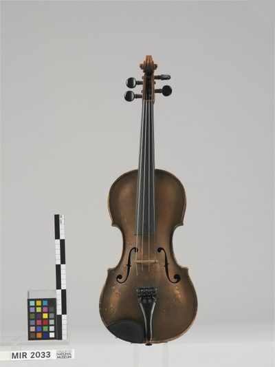 Image from object titled Violine aus Aluminiumblech