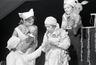foto, negatiiv, Gunnar Vaidla, Vöödiline Hobune, Draamateater, 1968, Ingo Normet; Ellen Liiger, Vaike Valler; Helle-Reet Helenurm, Teesi; Salme Reek, tädi Betty; Reet Mändmets, Astra