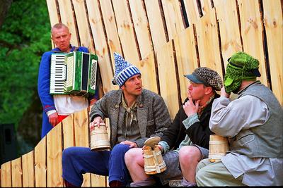 Foto. Etendus KALEVIPOEG (Tuuslar, Olevipoeg, Sulevipoeg, Alevipoeg). Neeruti, 2003.