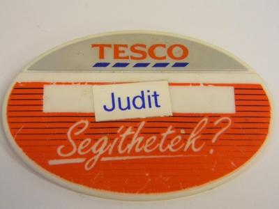 Image from object titled TESCO jelvény, eladói kitűző
