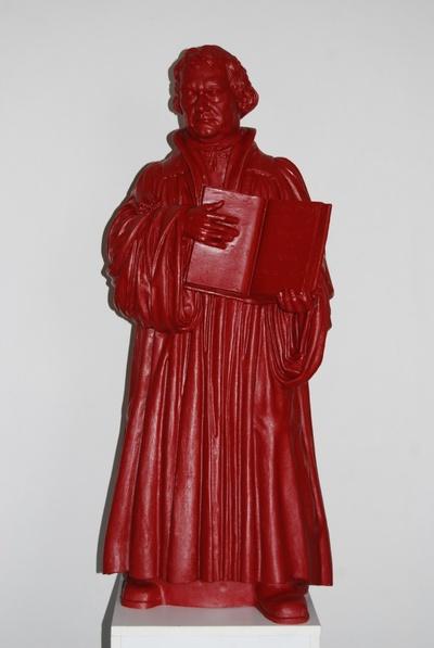 Verkleinerte Replik des Lutherstandbildes auf dem Markt von Wittenberg