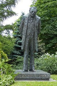 Warszawa - pomnik Bolesława Prusa