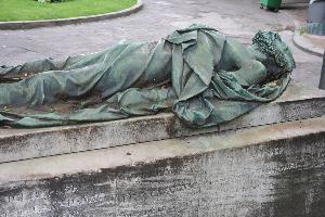 Paryż - nagrobek na cmentarzu Montmartre