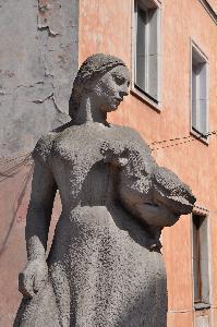 Peddler, statue in Warsaw