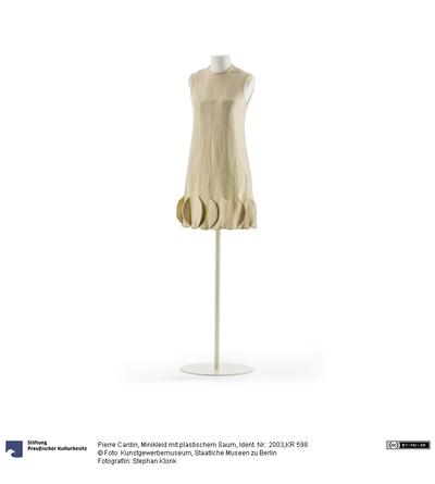 Minikleid mit plastischem Saum