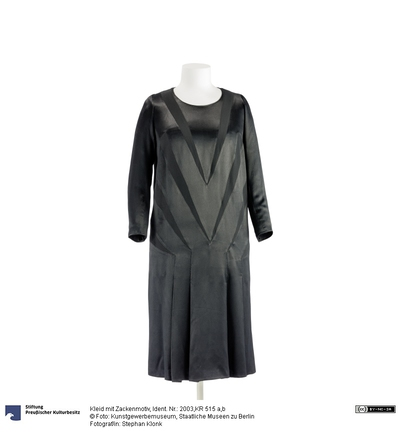 Kleid mit Zackenmotiv