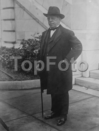 The Opening of the Great Disarmament Conferenc at Washington Mr Samuel Gompere arriving 22 November 1921