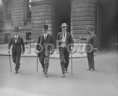 The true controversy . Mr Shortt , the home secretary on left , and Mr Fisher minister for education , arriving at 10 Downing Street . 13 June 1922