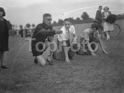 Sydney Wooderson , the great British middle distance runner and mile world record holder , teaches boys the sprinting start technique .   1939