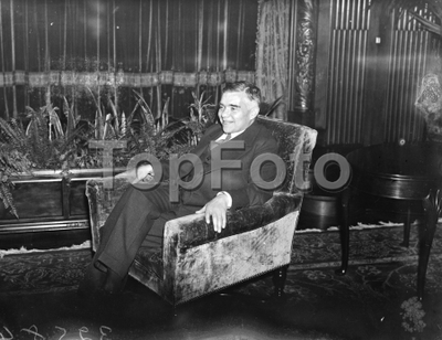 "FIrst Russian Ambassador to United States under Soviet regime leaves for New York . Mr Alexander Troyanovsky , the first Russian Ambassador to the United States under the Soviet Regime , left Southampton in the liner "" SS..."