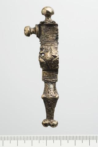 Image from object titled Korsformet spænde