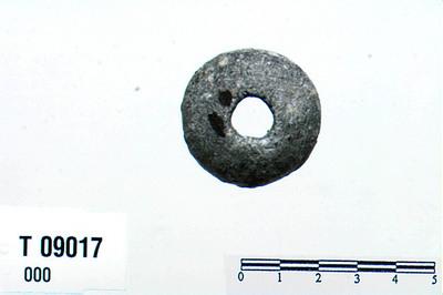 Image from object titled økseblad/nagler/hestesko/spiger/plader/haandtenshjul/gjenstande/vævstene/stkr.