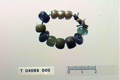 Image from object titled Liten skiveformet perle