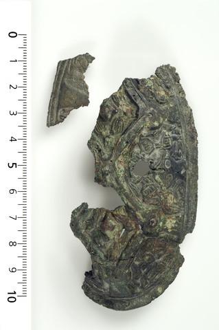 Image from object titled Spænder/ene er omtr. 2/3 tilstede, af den anden omtr. 1/3